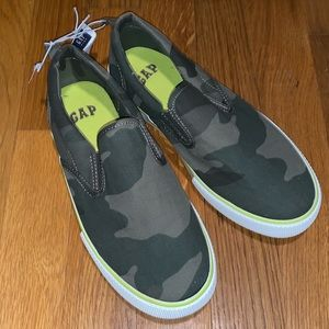 NWT GAP Green Camouflaged Slip On Sneaker 2 or 3